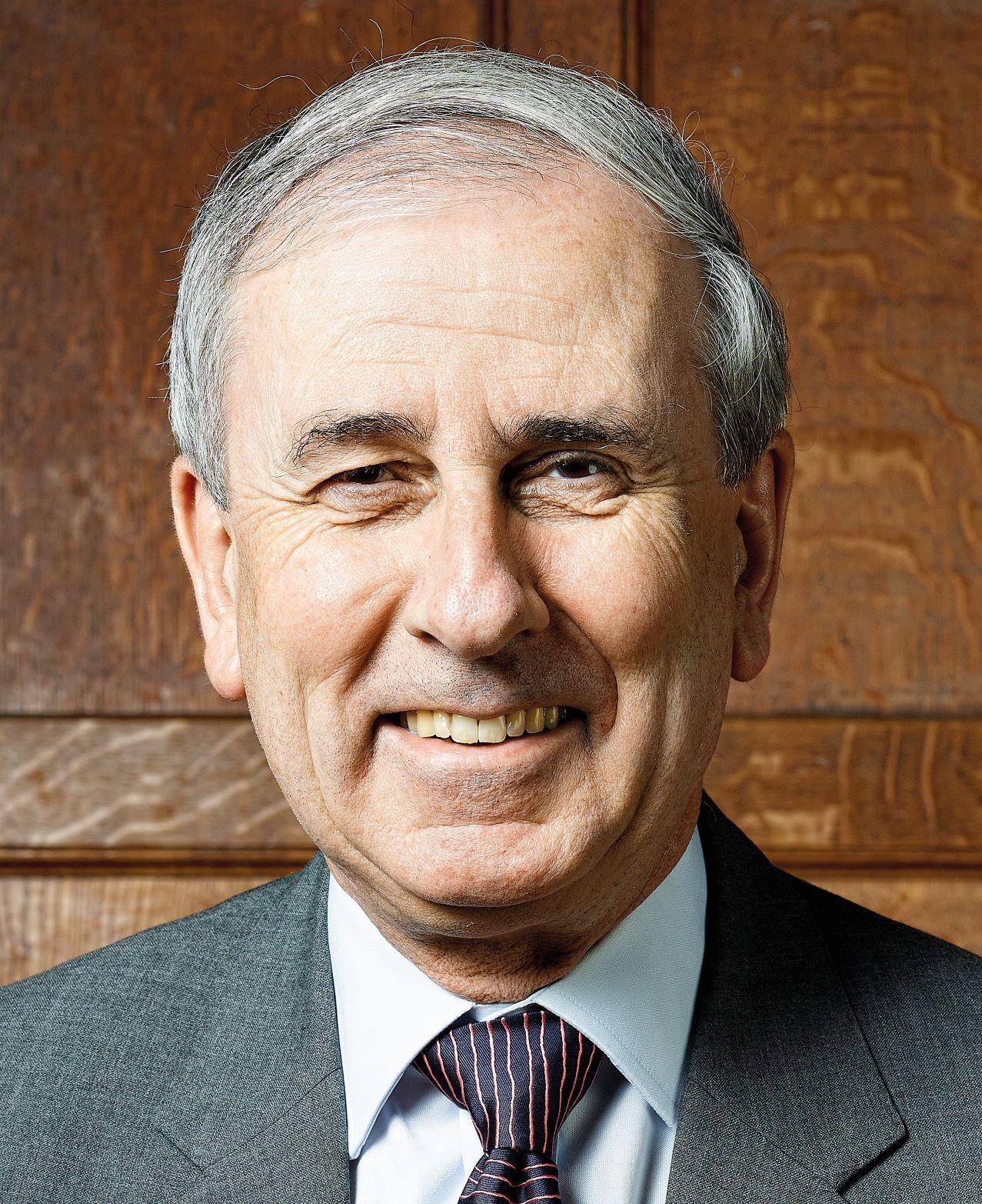 Dr Robert Henderson